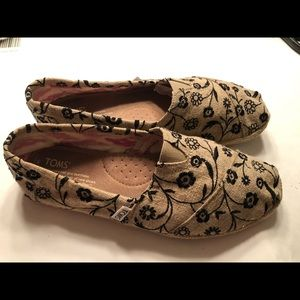 TOMS 7.5 tan & black floral woman's Loafer Shoes